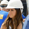 Photo : Ashley Tisdale joue aux Maçons sur ABC