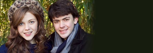 Georgie Henley et Skandar Keynes baptisent un lion